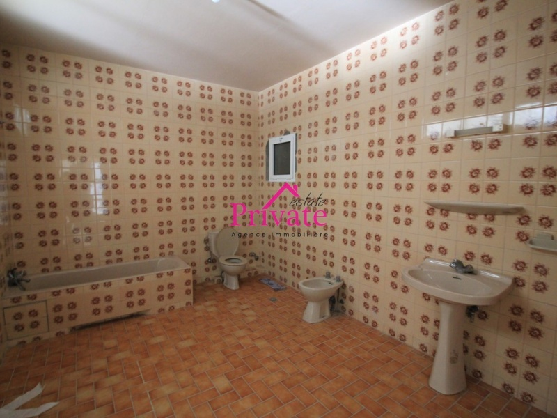 Location,Bureau 150 m² CENTRE VILLE,Tanger,Ref: LA546 2 Bedrooms Bedrooms,2 BathroomsBathrooms,Bureau,CENTRE VILLE,1776