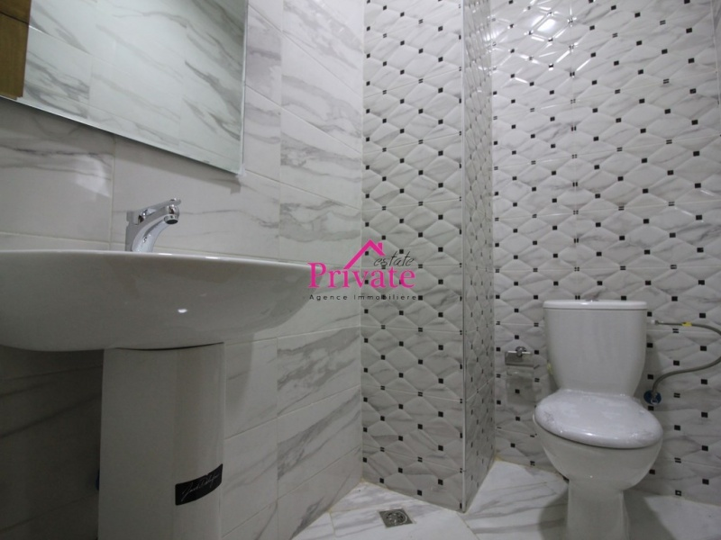 Location,Bureau 41 m² RUE DE FES,Tanger,Ref: la595 1 Bedroom Bedrooms,1 Room Rooms,1 BathroomBathrooms,Bureau,RUE DE FES,1956